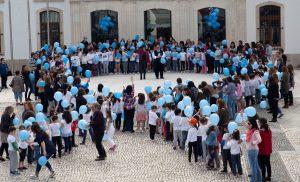Laço Gigante Azul_Contra Maus Tratos das Crianças_D